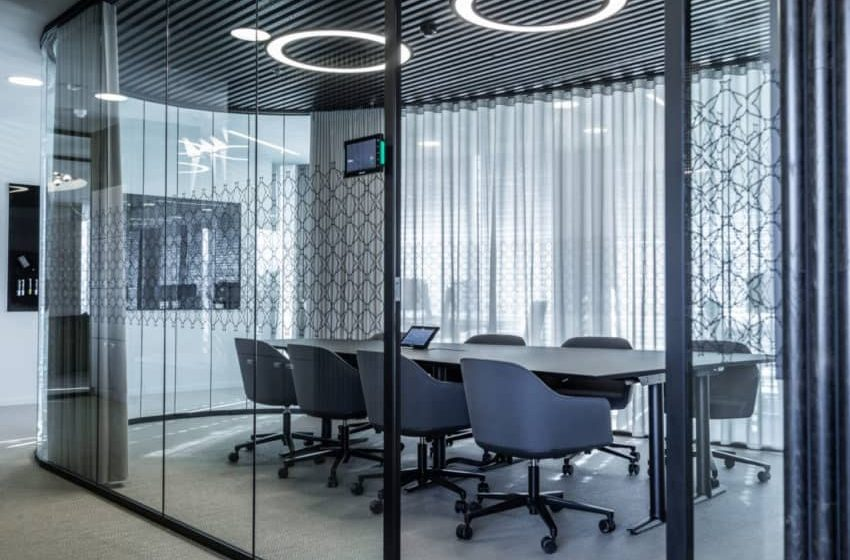 Impress visitors instantly with adaptable and elegant glass office