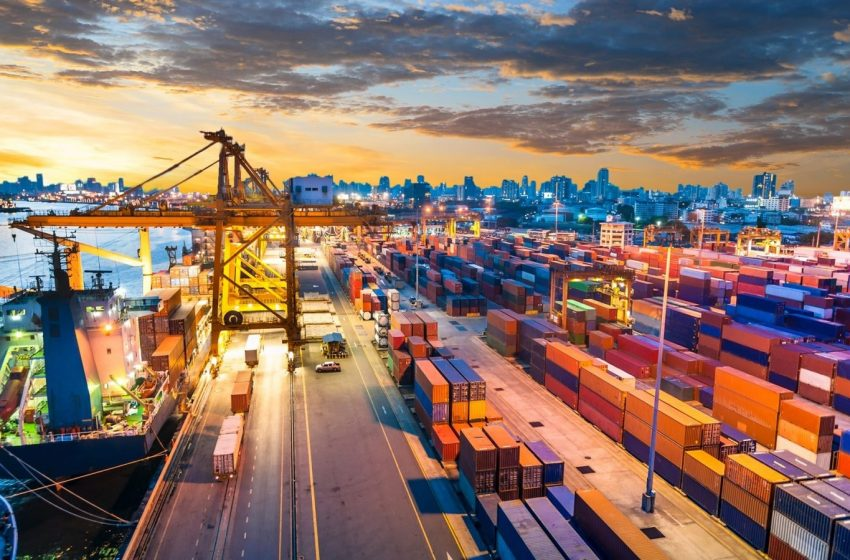 Difference between custom broker and freight forwarder