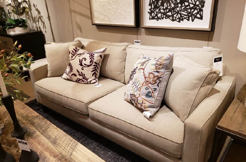 Top Four Reasons to Have a Loveseat Sofa at Your Home
