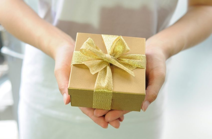 Send These Gifts To Your in-Laws in Noida