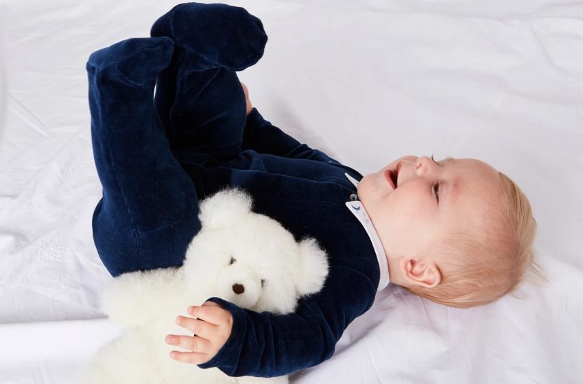 Which colors are best for baby clothes?